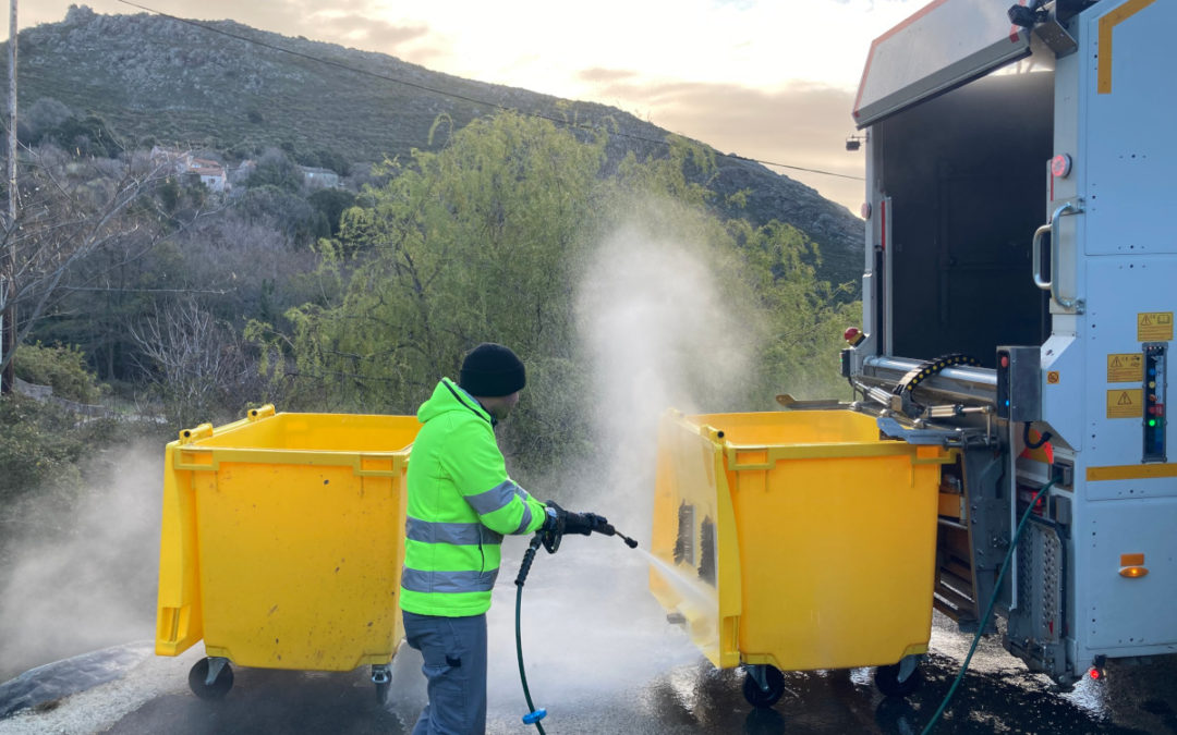 Lavage et désinfection des bacs de collecte des déchets ménagers